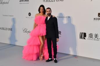 Kendall Jenner e Giambattista Valli all'amfAR Gala