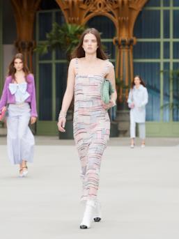 Sfilata CHANEL Collezione Donna Primavera Estate 2020 Parigi - CHANEL Resort PO RS20 0052