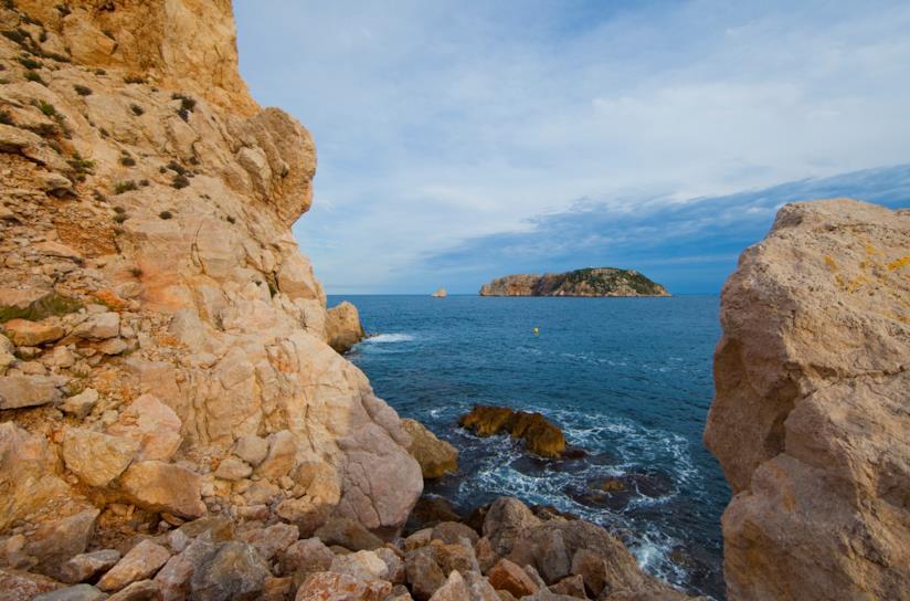 Gli scogli e il mare blu di Estartit