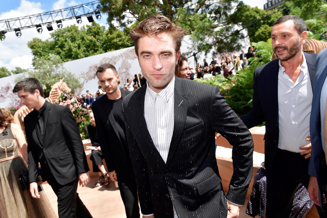 Robert Pattinson fuori dalla sfilata Dior Haute Couture