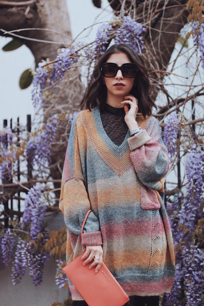 Anna Delia Caccamo con maglione oversize color block