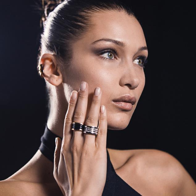 La modella Bella Hadid è l'ambasciatrice della campagna Larger than Life