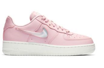 Un'immagine della sneaker Nike Air Force