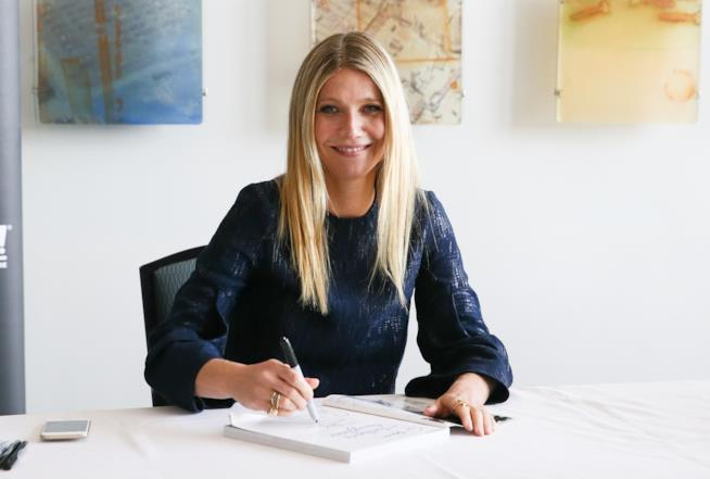 Gwyneth Paltrow  alla scrivania