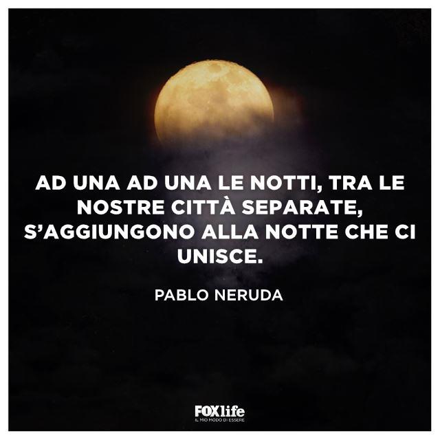 Paesaggio notturno illuminato dalla luna