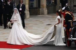 Le star con vestiti da sposa dalle maniche lunghe