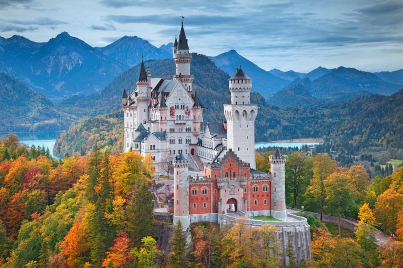 Il castello di Neuschwanstein, ancora più fiabesco grazie ai bellissimi colori autunnali