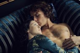 Jamie e Claire Fraser in una foto dalla seconda stagione di Outlander