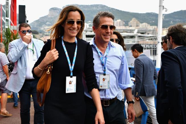 Hugh Grant e sua moglie Anna durante una recente apparizione pubblica
