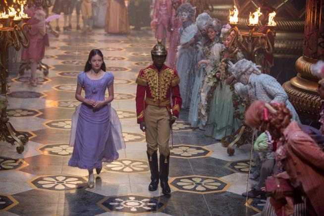 Mackenzie Foy e Jayden Fowora-Knight in Lo Schiaccianoci e i Quattro Regni