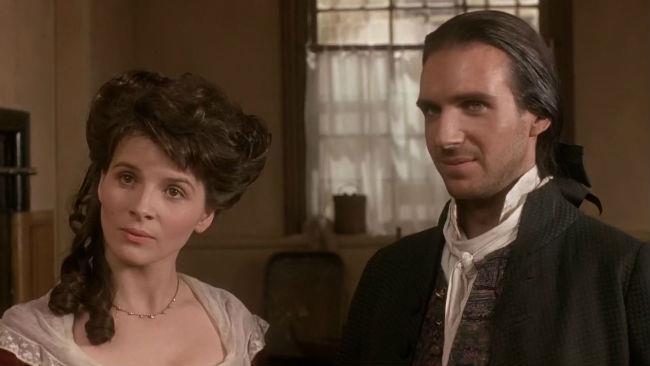 Ralph Fiennes e Juliette Binoche nel film tratto da Cime Tempestose nel 1992