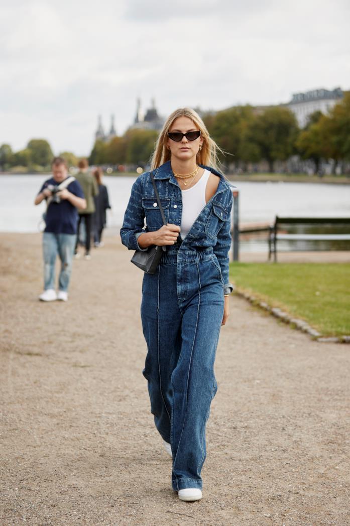 Outfit composto da jumpsuit dallo Street Style di Copenhagen 2019