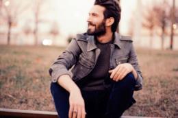 Giovanni Caccamo sorridente