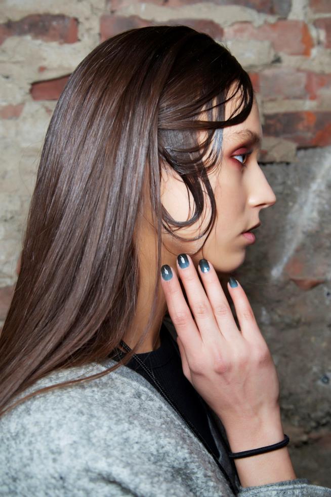 Nail art in gel blu e nera