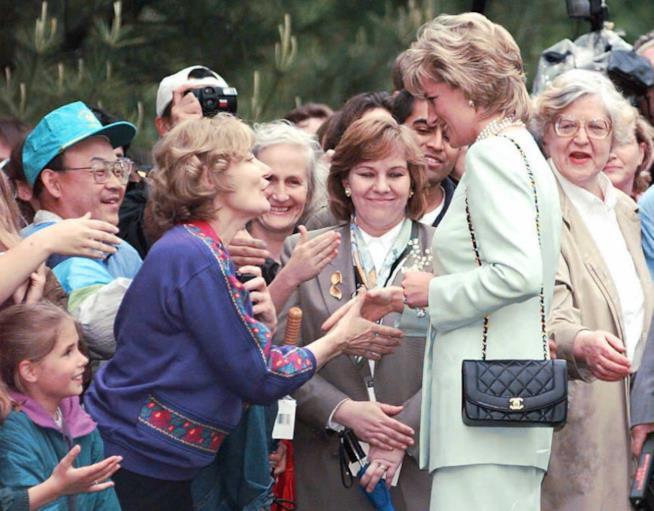 Lady Diana e il popolo in una delle uscite pubbliche