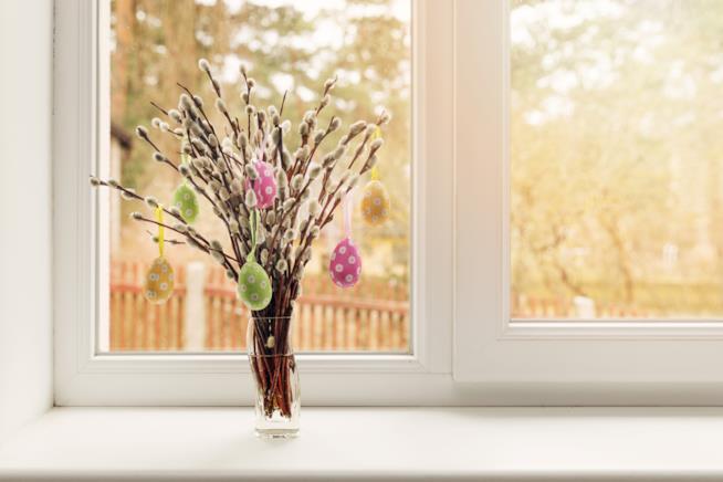 albero di pasqua con rami secchi