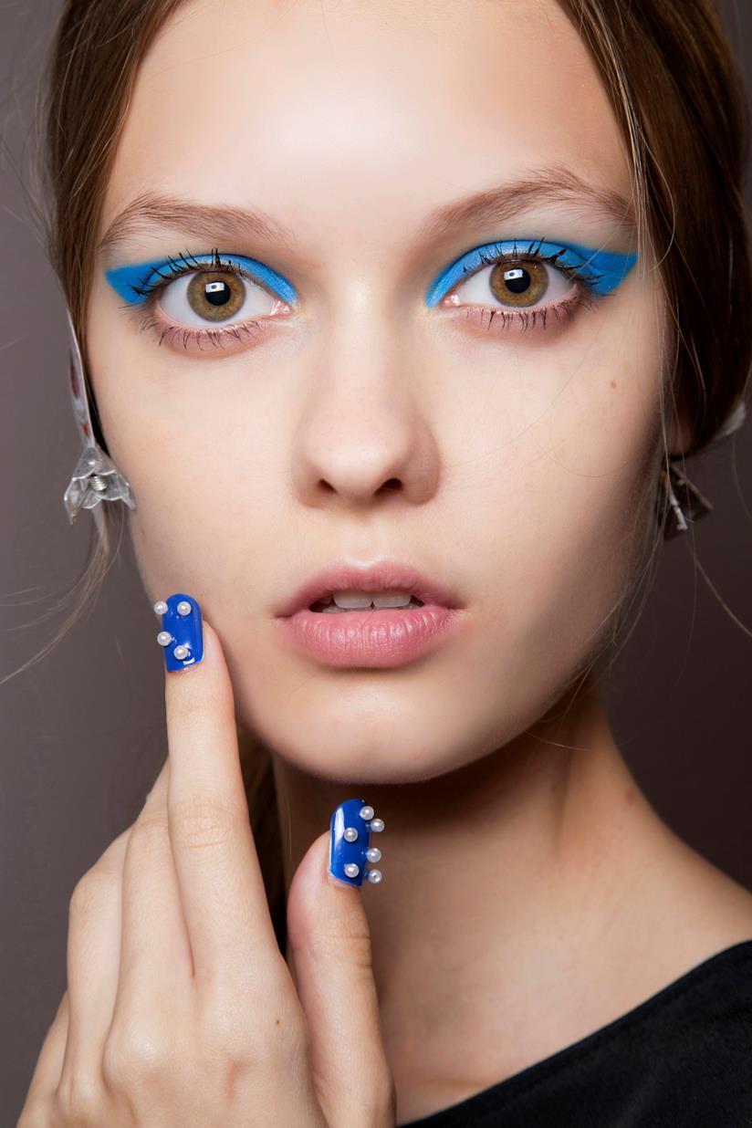 Unghie decorate particolari blu