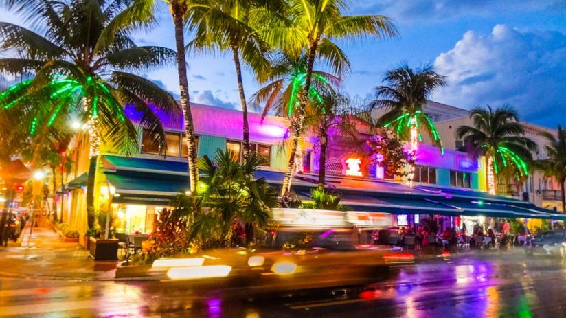 La caotica e allegra vita notturna di Miami