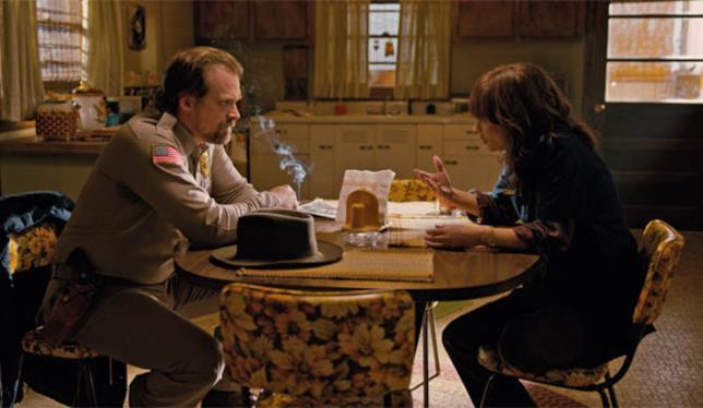 Hopper e Joyce parlano in cucina