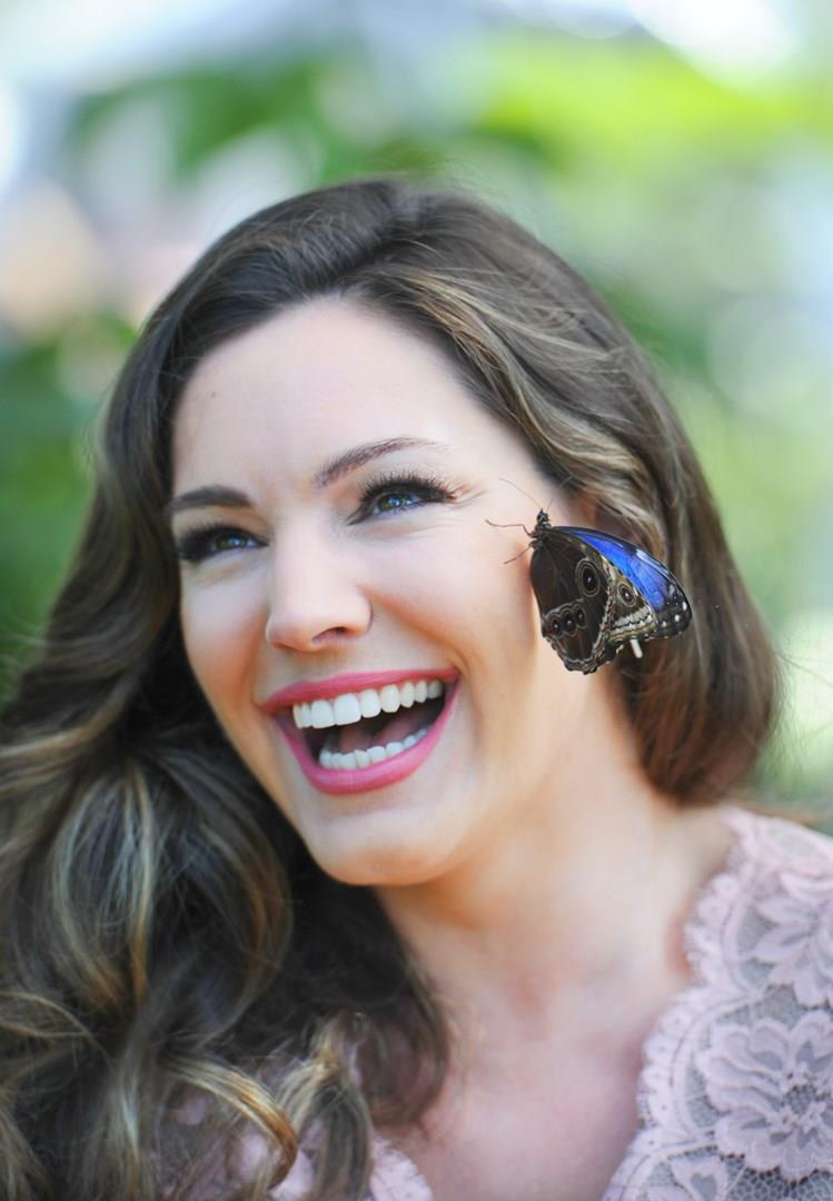 Kelly Brook con una farfalla