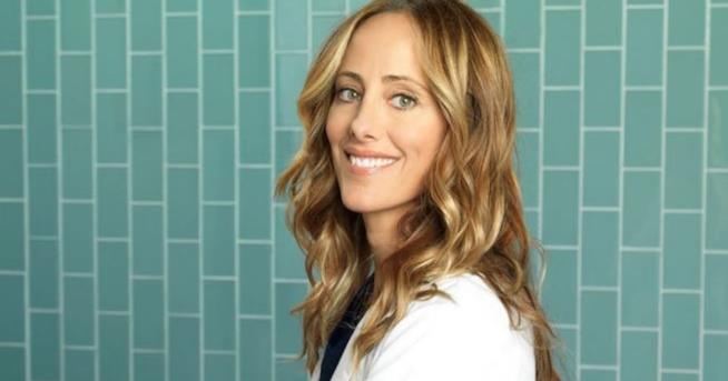 Kim Raver in un'immagine promozionale di Grey's Anatomy