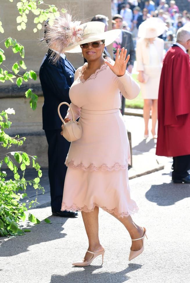 Oprah Winfrey in outfit rosa al Royal Wedding