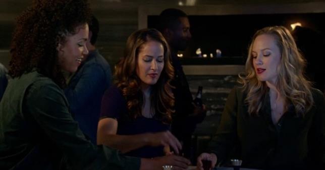 Vic, Andy e Maya in una scena di Station 19