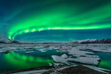 Tour a caccia di aurore boreali sulle spiagge dell'Islanda