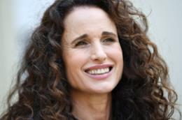Andie MacDowell  in primo piano
