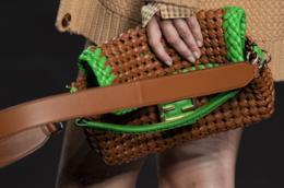 Il dettaglio di una borsa di Fendi