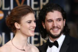 Gli attori Kit Harington e Rose Leslie