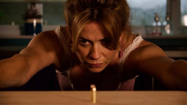 Eve Myles in una scena di Keeping Faith