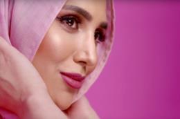 Amena Khan, la prima ambasciatrice con il velo isalmico