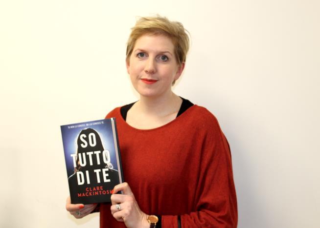Clare Mackintosh presenta So tutto di te