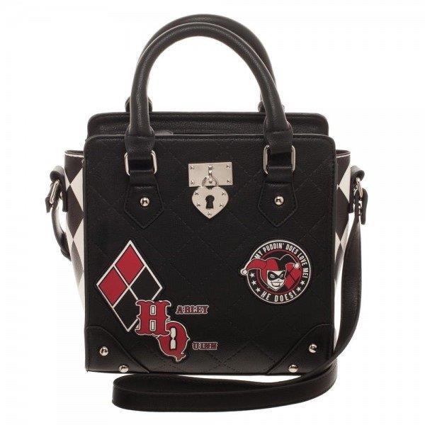 Il dettaglio della borsa di Harley Quinn