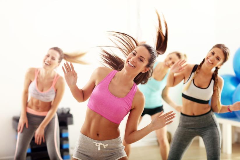 Donne a lezione di danza