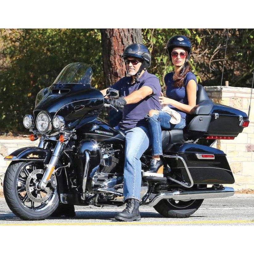 George Clooney e Amal in moto