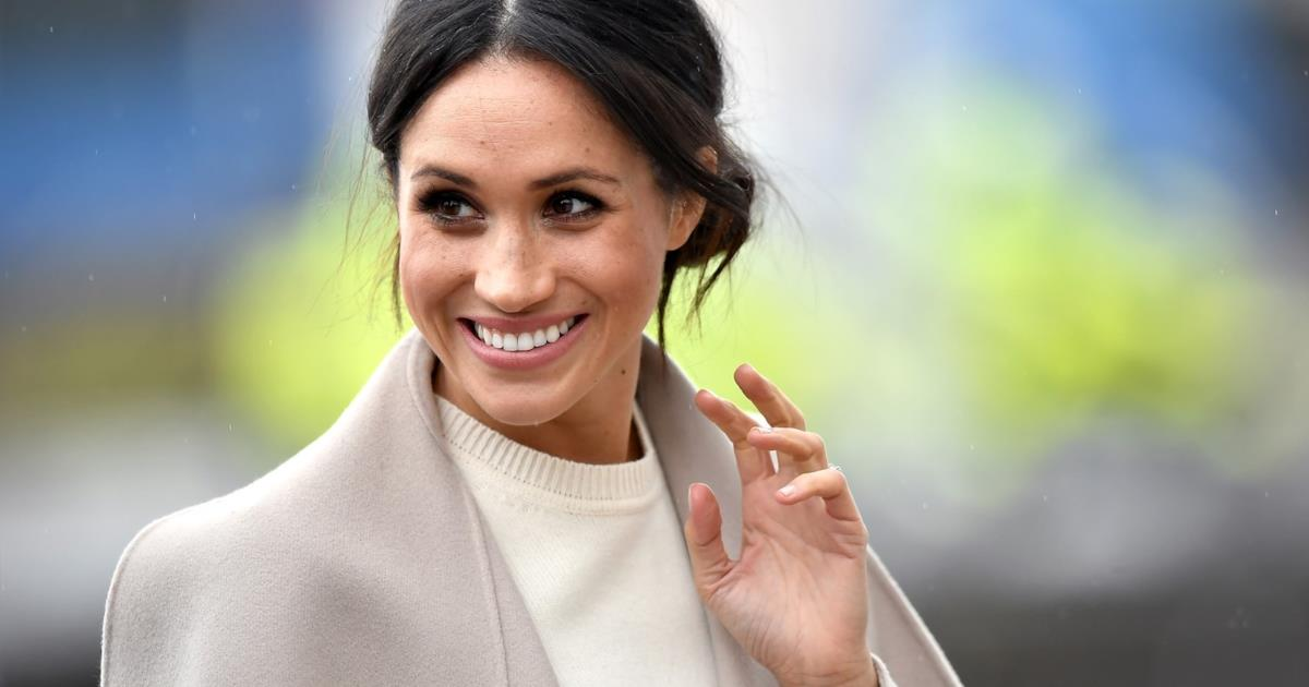 Il maglioncino bianco di Meghan Markle in mood Kate Middleton
