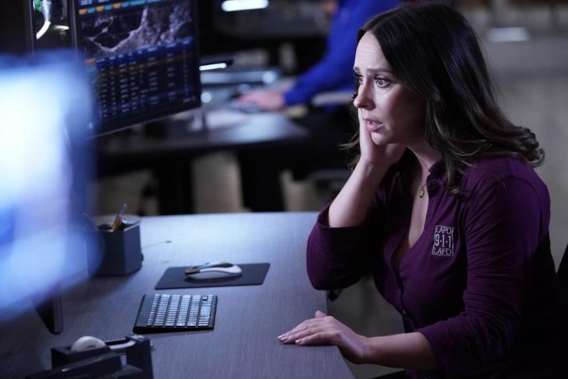 Un'immagine dal terzo episodio della seconda stagione di 911