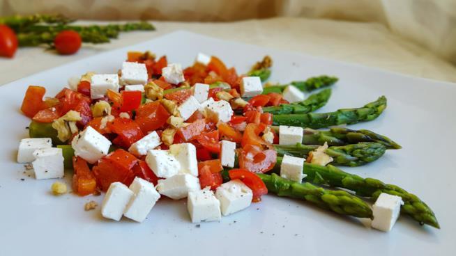 Asparagi, pomodorini e formagio