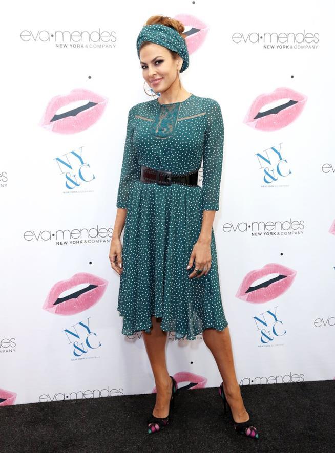 Il look scelto da Eva Mendes per il lancio della sua nuova collezione
