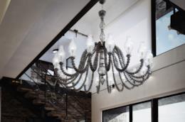 Venini, grande chandelier in vetro bianco e grigio