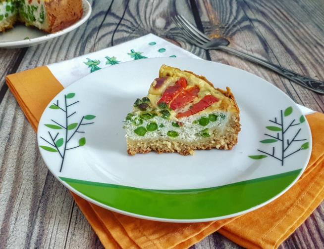 Fetta di torta con verdura e formaggio