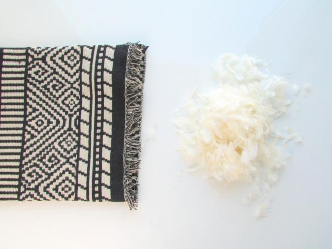 La stoffa del cuscino con l'imbottitura da inserire all'interno
