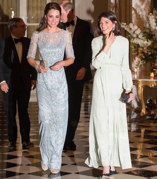 Kate durante la cena presso l'ambasciata britannica a Parigi