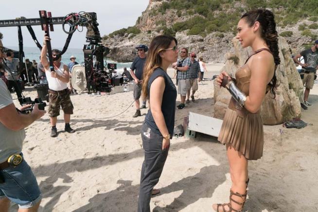 Gal Gadot e Patty Jenkins sul set del film Wonder Woman