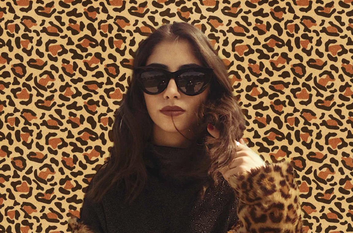 Anna Delia Caccamo con occhiali da sole e pelliccia animalier