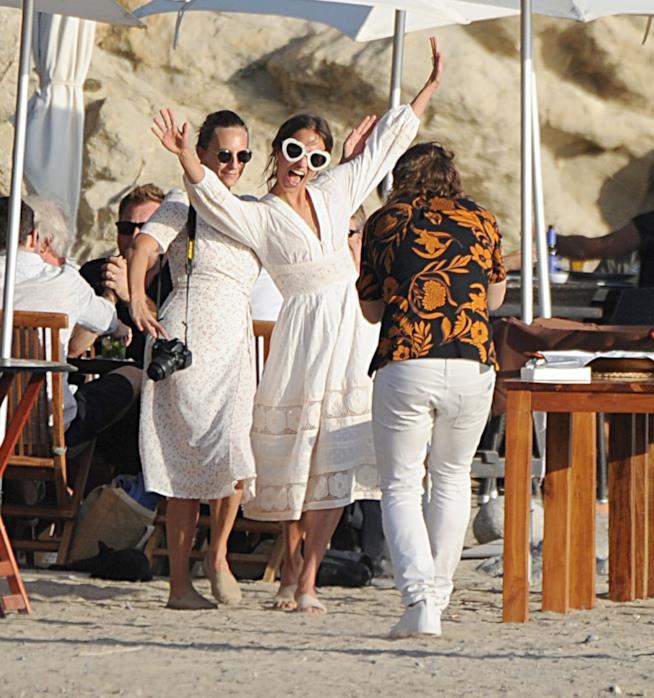 Alicia Vikander nel suo look da sposa a Ibiza