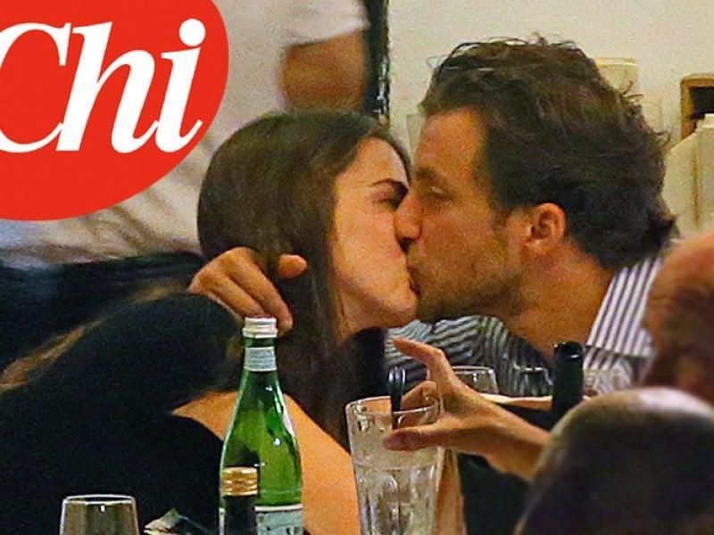 Francesco Carrozzini e Bee Shaffer si baciano