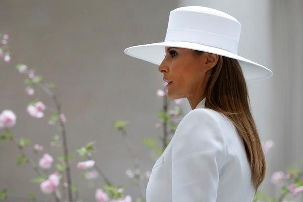 Il white look di Melania Trump come quello di Olivia Pope di Scandal